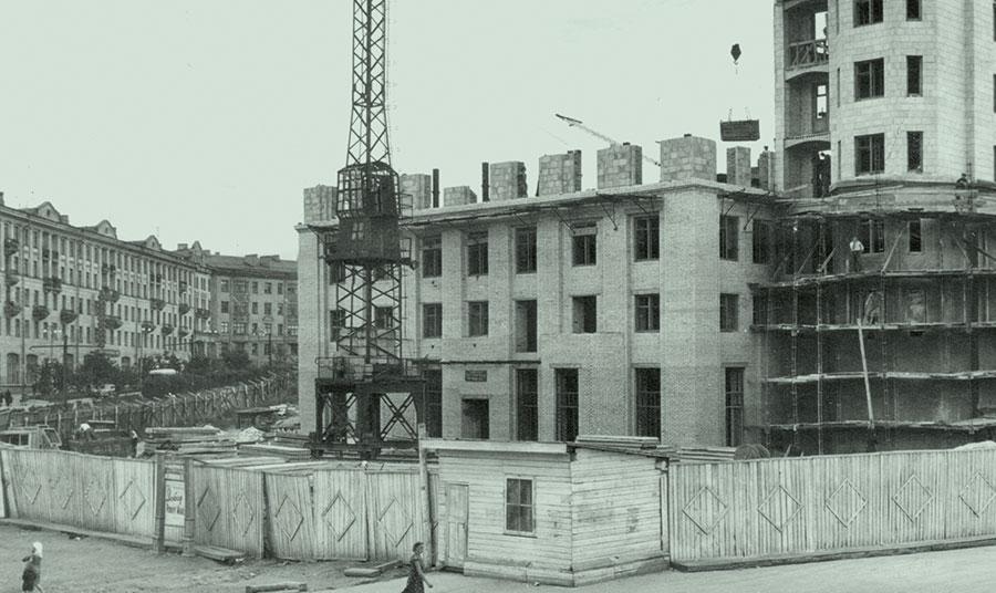 Строительство дома № 1 на площади Революции в Челябинске, 1956 год