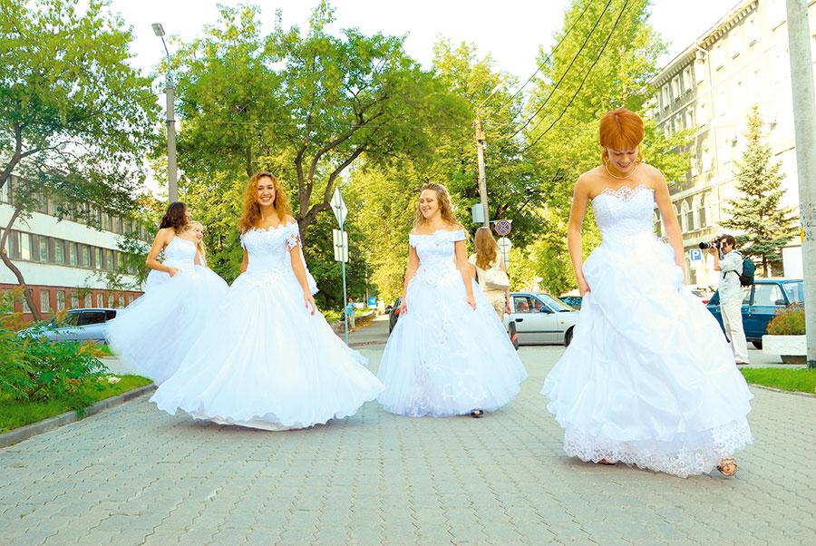 Парад невест (© 2021 МИССИЯ )